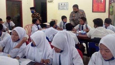 Photo of Sediakan Wifi Gratis, Pelajar & Guru : Terimakasih Kapolsek