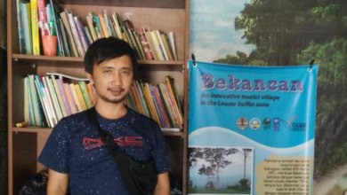 Photo of Benson Kaban Lakukan Konservasi Kawasan SM Karang Gading Langkat Timur Laut Yang Rusak Dengan Tanaman Pinang Betara, Kopi Liberika Dan Dipadukan Dengan Tanaman Hutan Asli